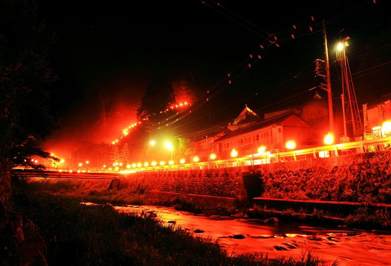 知られざる400年の真っ赤な伝統「高萩の百八灯」