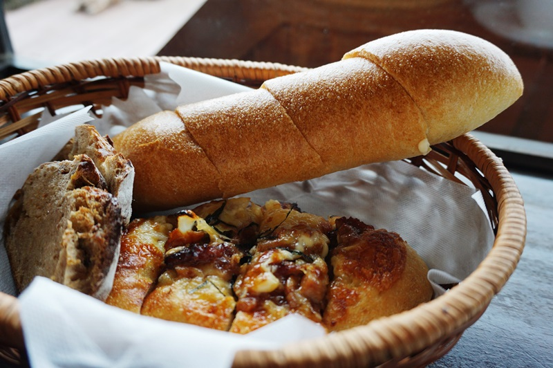 河口湖畔のパン工房「レイク・ベイク」で過ごす祝福のひと時