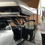 自動で車いすが収納!?県内初、福祉車両が展示されるカフェ